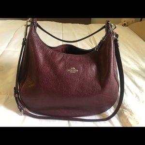 Coach hobo bag in burgundy